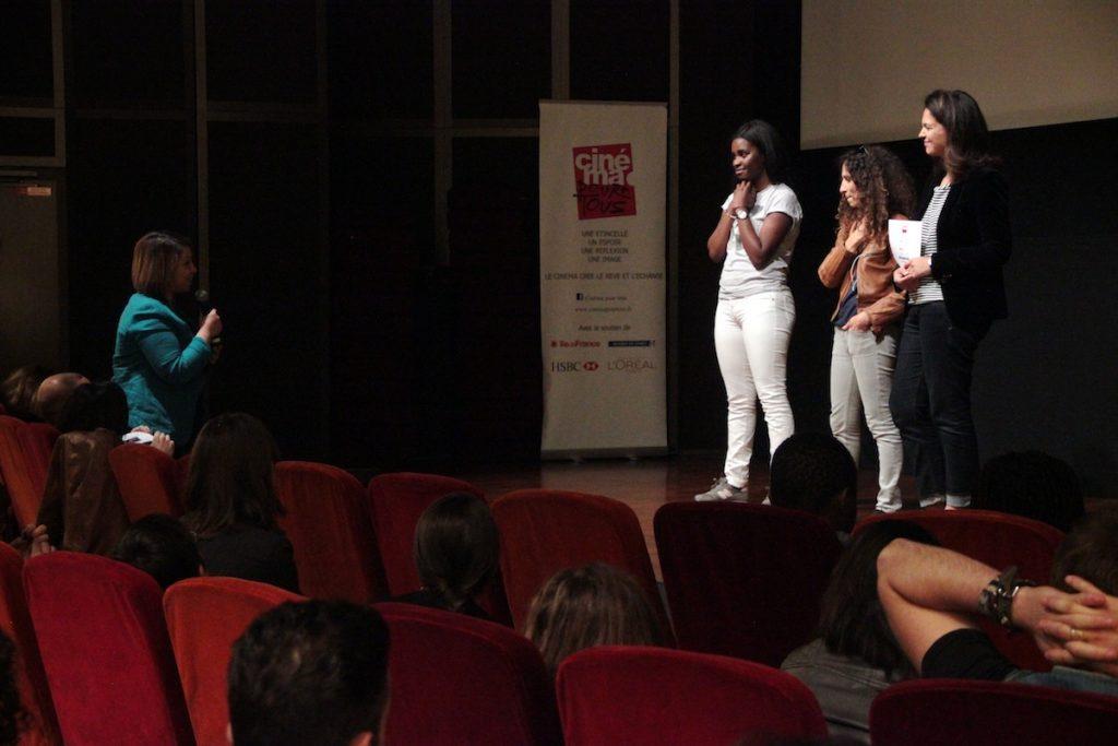 Les spectateurs furent nombreux à poser des questions à Houda et Jisca